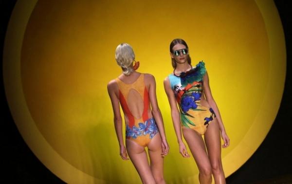 traje de baño con estampas tropicales tendencias FASHION RIO verano 2015