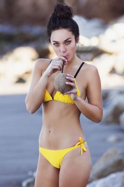 394f295020e0 bikini amarilla Celeste Molinari Swimwear verano 2018 - Looks de verano
