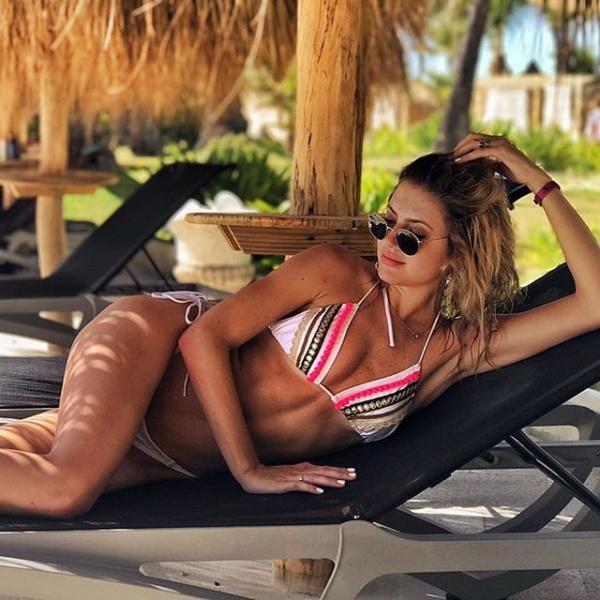 bikini luz de mar con apliques verano 2018
