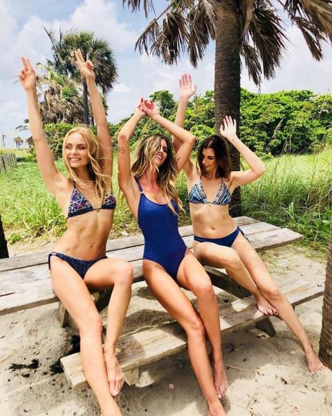 mallas azules Swim Days bordada verano 2019