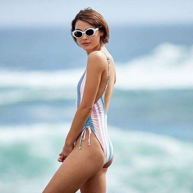 traje de baño enterizo a rayas juveniles Roxy verano 2020