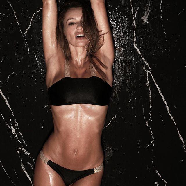 bikini negra Elida Swimwear verano 2020 Pampita