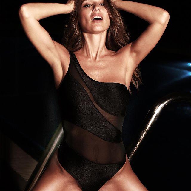 traje de baño negro Elida Swimwear verano 2020 Pampita