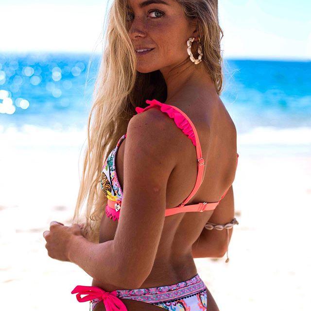 bikini bikini estampa con rosa fluor verano 2021 Guadalupe Cid