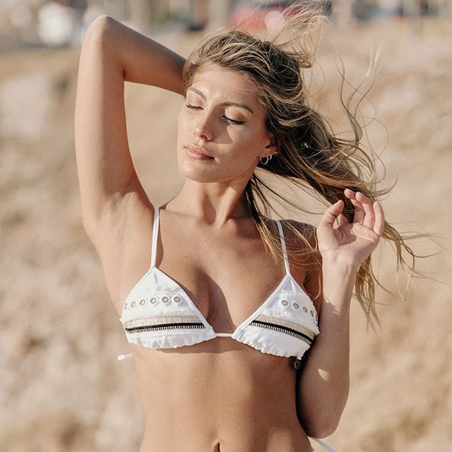 bikini blanca verano 2021 Maria Lolgi