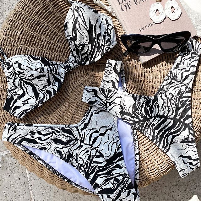 bikini estampado negro y blanco verano 2021 Compania del Sol