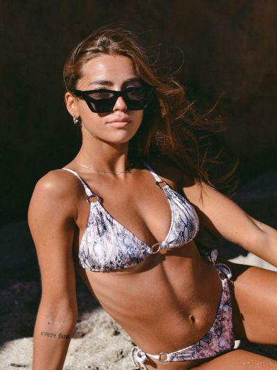 bikini blanca y negra verano 2022 love africa